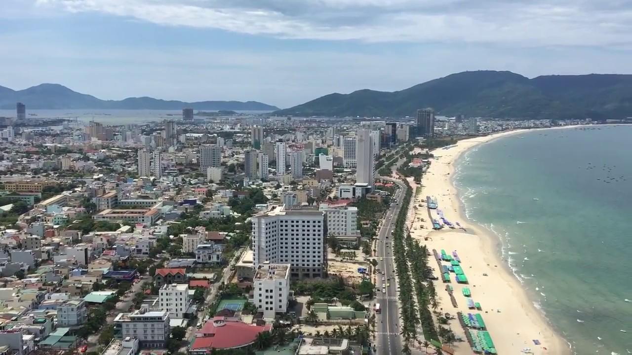 nhiều công trình xây dựng nằm ven biển