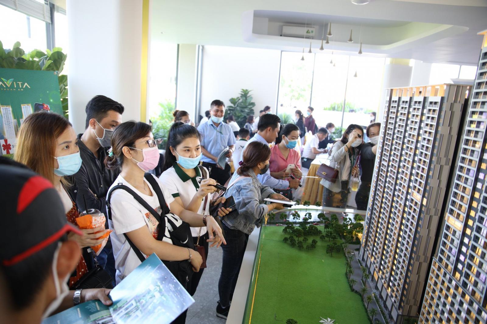 Hình khách hàng thăm dự án