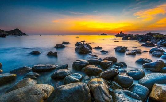 bãi đá ven biển