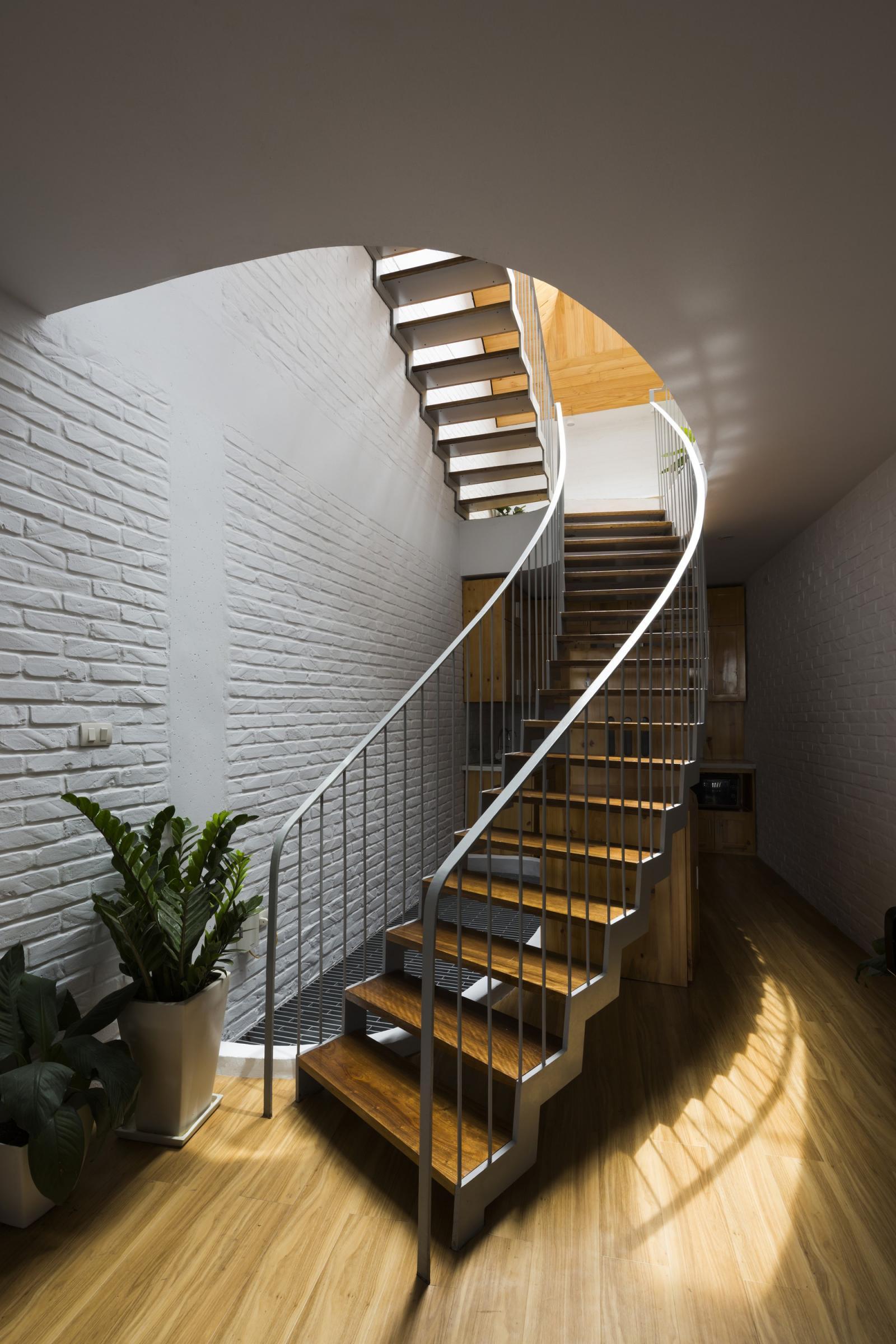 Thiết kế cầu thang nhà thóp hậu
