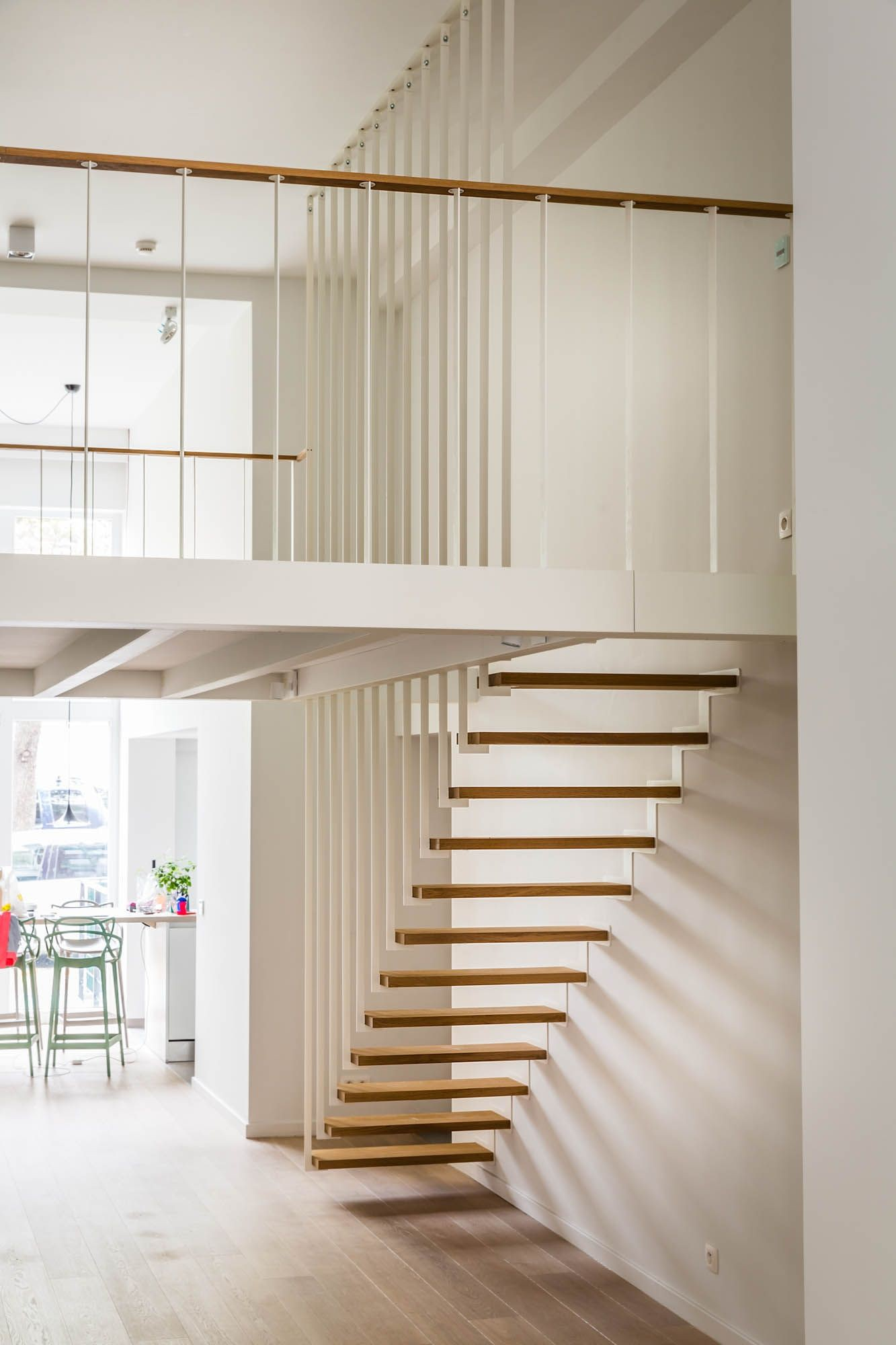 mẫu cầu thang gác lửng bằng gỗ