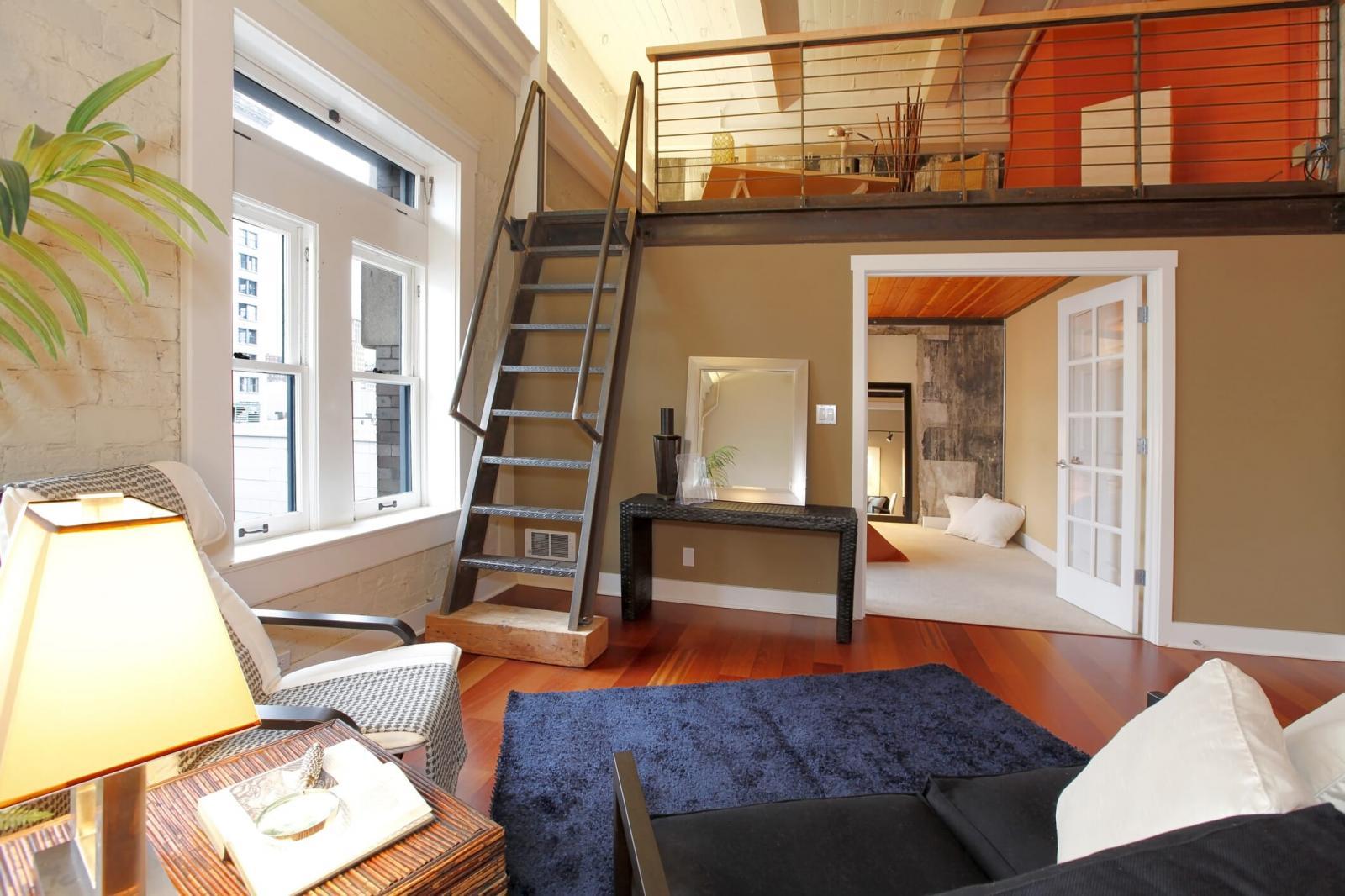 cầu thang liền bằng sắt hoặc thép sơn tĩnh điện