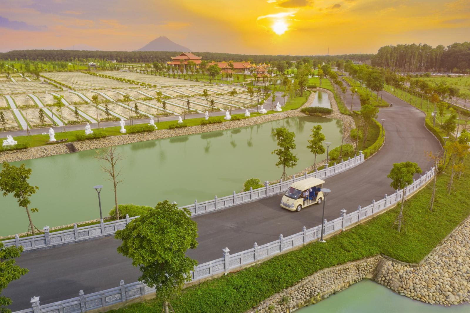 Hồ tịnh tâm tại Hoa viên nghĩa trang sinh thái Sala Garden