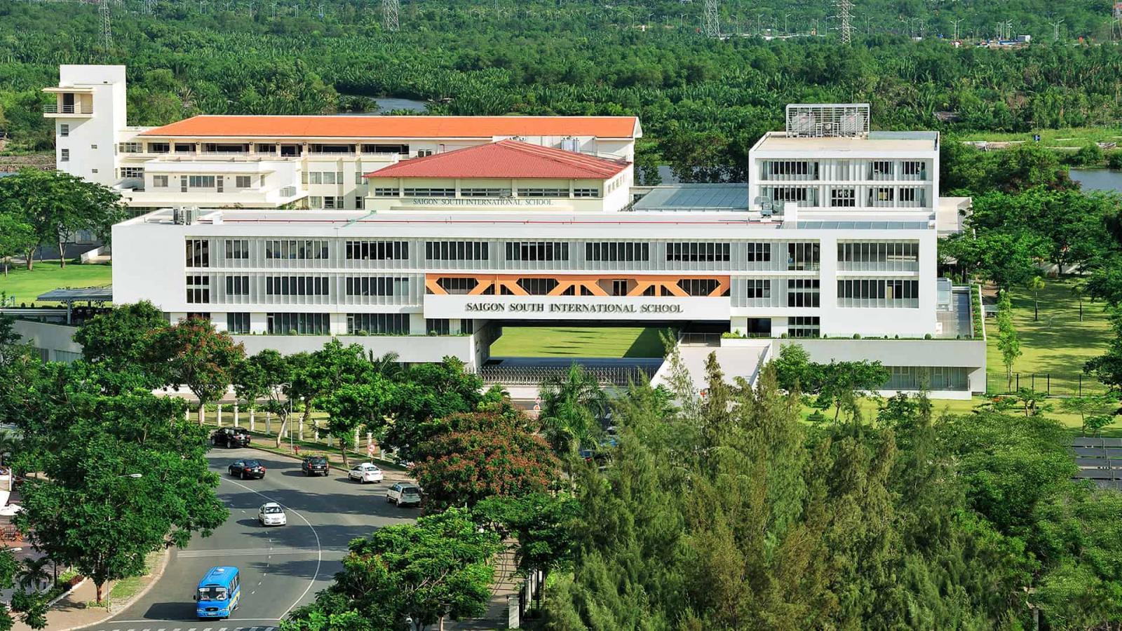 Hiện nay đô thị Phú Mỹ Hưng là nơi tập trung khá nhiều trường học danh tiếng của TP.HCM như trường Đinh Thiện Lý (Lawrence S. Ting), Quốc tế Nam Sài Gòn (SSIS)…