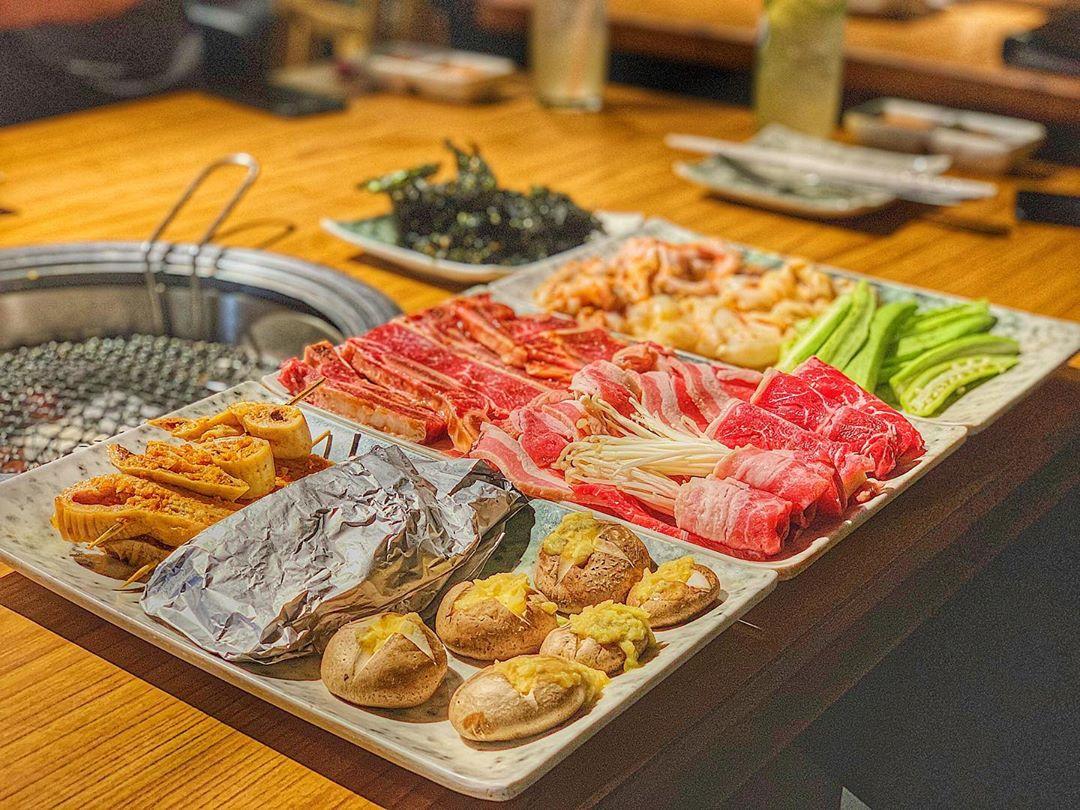 Hương vị các món thịt và hải sản tại Hana Buffet được đánh giá là tươi ngon và đáng tiền