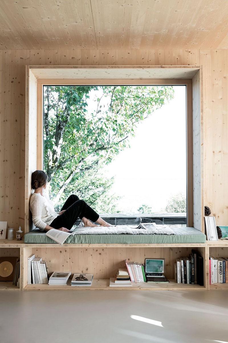 Một ý tưởng khác biến bệ cửa sổ thành không gian đọc sách