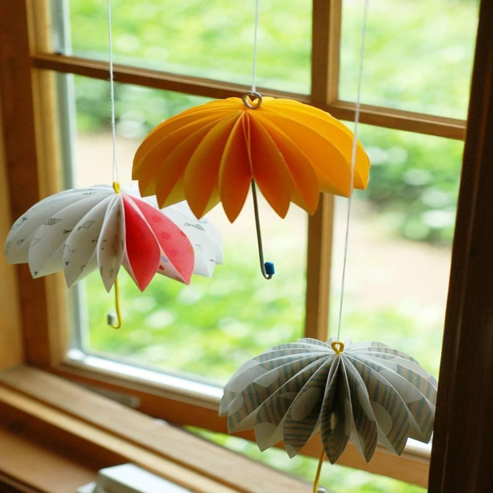 Bạn có thể thử gấp các mẫu hoa giấy to bản trang trí cửa sổ