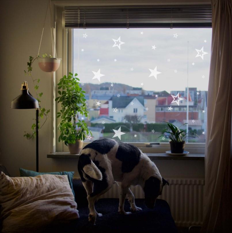 trang trí cửa sổ theo chủ đề Giáng sinh