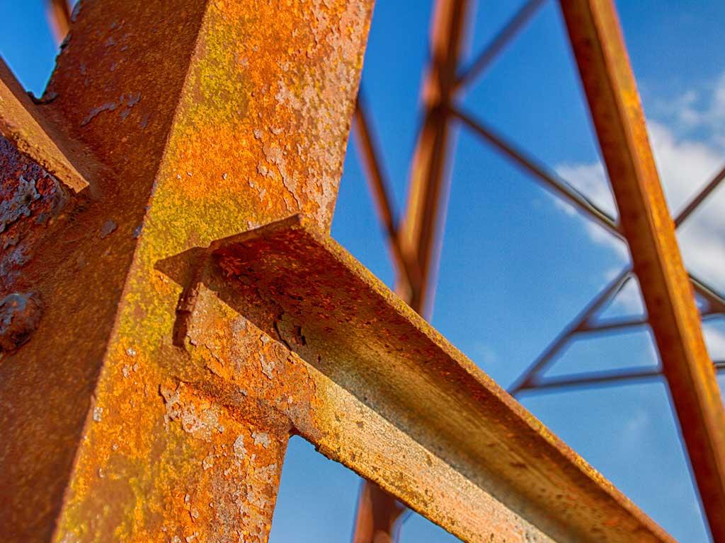 Đặc điểm khí hậu khiến nhà khung thép mang nhược điểm lớn về độ bền