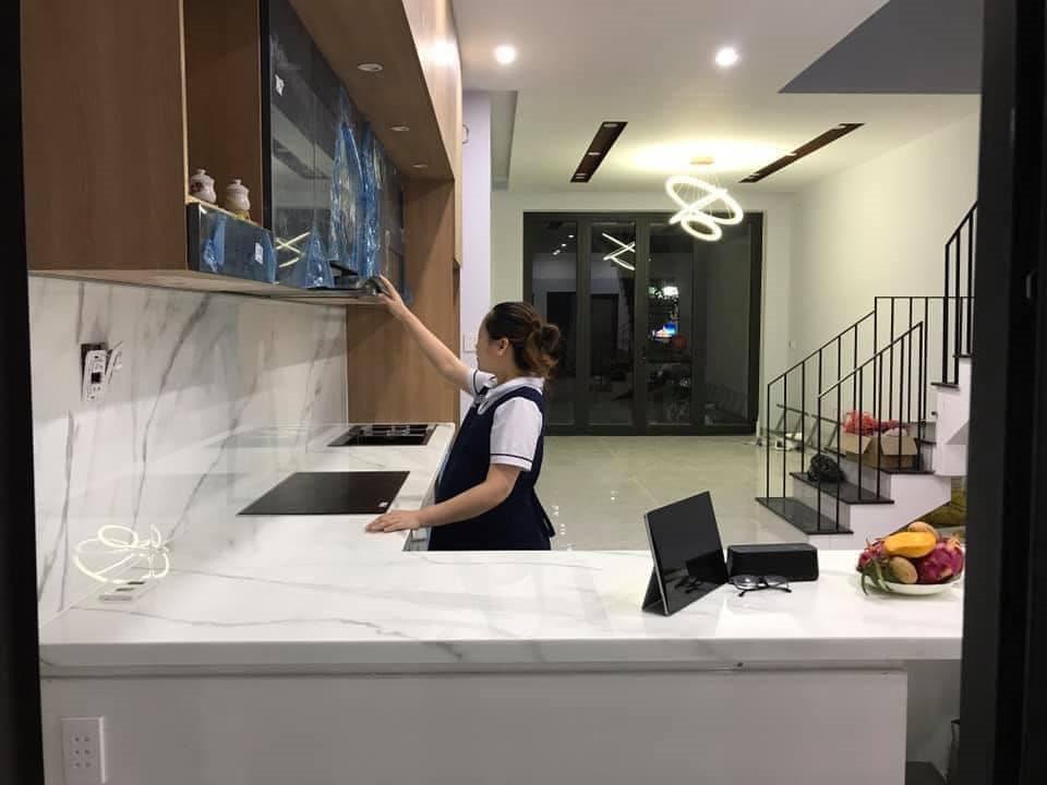 Chị Huyền trong căn bếp vừa hoàn thiện xong