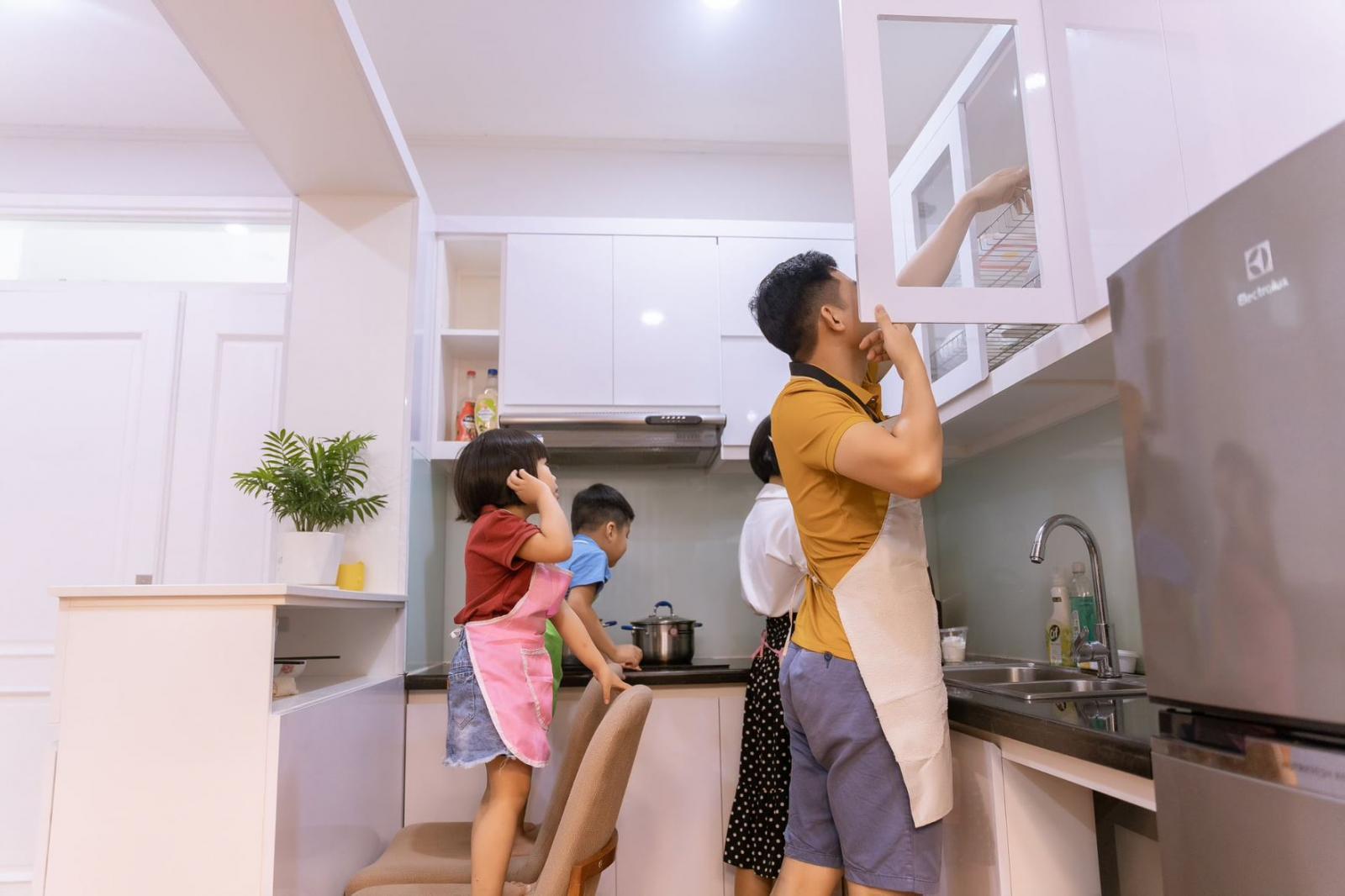 Gia đình cùng làm bếp