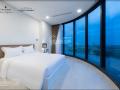 Thuê ngay căn hộ Vinhomes Golden River Ba Son giá tốt nhất thị trường - Ms Lam: 0932 489 763 Viber