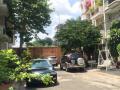 Bán biệt thự sân vườn 13m5x17. Hiện trạng 3 tầng. Thuộc đường Thảo Điền, gần Fideco