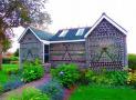 """Những ngôi nhà đẹp """"lạ"""" được xây từ vật liệu tái chế"""