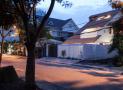Ngôi nhà 3 tầng độc đáo ở Sài Gòn nhìn phía trước chỉ thấy mái ngói