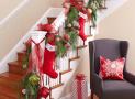 Trang trí cầu thang ngày Noel sáng tạo, không lo