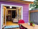 Căn nhà nhỏ thơ mộng với gam màu tím