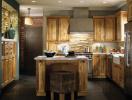 Thiết kế căn bếp bằng gỗ mộc mạc và sang trọng