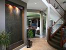 Phòng khách đẹp mê hoặc nhờ trang trí bằng thác nước