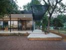 Ngôi nhà một tầng trong suốt giữa vườn bưởi tại Hà Nội