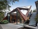 Ngôi nhà có mái gấp góc cạnh lạ mắt ở Melbourne