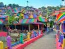 Ngôi làng rực rỡ như cầu vồng ở Indonesia