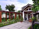 Sân vườn rộng mênh mông của chủ nhà ở Bình Dương