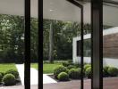 10 thiết kế cửa kính trục xoay đón nắng, đón gió