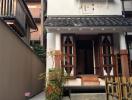 Những ngôi nhà mặt phố 2 tầng giản dị ở Nhật Bản