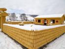 Độc đáo ngôi nhà được làm từ 30.000 bắp ngô vàng ươm