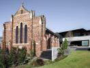 Ngôi nhà hiện đại được cải tạo từ nhà thờ gần trăm năm tuổi