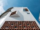 Ngôi nhà 3 tầng ngập tràn nắng gió nhờ mặt tiền khác lạ