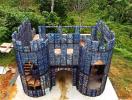 Độc đáo tòa lâu đài được xây từ 40.000 chai nhựa bỏ đi