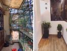 Người vợ trẻ cải tạo căn hộ cũ đẹp lung linh với 200 triệu