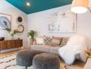 Ngôi nhà bừng sáng nhờ màu sơn tinh tế của trần nhà