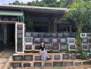 Báo ngoại khen ngợi ngôi nhà có tường rào bằng tivi tại Phú Quốc