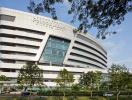 Bệnh viện hiện đại, xanh mướt như công viên ở Indonesia