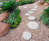Mách bạn 4 ý tưởng thiết kế lối đi bằng đá trong sân vườn