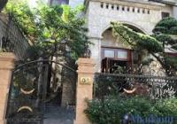 Cho thuê biệt thự Pháp sân vườn đẹp phố Trần Phú, DT 300m2 x 3 tầng, MT 14m. LH: 0903215466