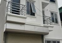 Xây mới 3 tầng xóm 1 Đông Dư Thượng 150m ra cầu Thanh Trì, ngõ thông 4m ô tô con đỗ cửa, có trả góp