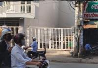 Bán nhà nát mặt tiền đường Nguyễn Xí 2 chiều, gần ngã tư chợ Nơ Trang Long sầm uất