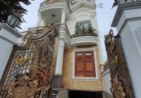 Cần bán biệt thự tân cổ điển DT 550m2, sổ hồng, xây 1 hầm 3 lầu ngay TTTM Gigamall Phạm Văn Đồng