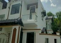 Nhà lô góc Phú Lợi thiết kế: 1 phòng khách, 3 phòng ngủ, 1 bếp, 2 WC, 1 phòng thờ, sân ô tô