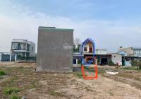 Cô Lan cần bán lô đất đối diện căn nhà màu đỏ trong ảnh, gần Tái định cư Thái Lạc, chợ Long An