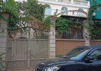 Cho thuê biệt thự sân vườn đường Lê Hồng Phong, P12, Q10 13x30m trệt 2 lầu, giá 130tr. 0901670761