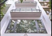 Cho thuê nhà mặt phố ở Cầu Giấy 32m2 x 4T, mặt tiền 2,2m