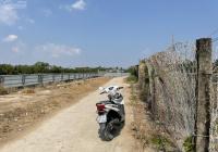 Bán 1000m2 đất có sẵn 300m2 đất ở, mặt nhìn sông, đường xe hơi, 6,5 tỷ