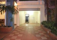 Cho thuê biệt thự sân vườn khu C Ciputra, 3 phòng ngủ khép kín, có garage riêng
