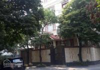 Cho thuê biệt thự Lão Thành Cách Mạng, Yên Hòa, DT 300m2 x 3 tầng, mặt tiền 17m, giá 70tr/tháng