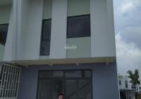 Cần gấp tiền nên bán nhanh nhà ở Đại Học Việt Đức. Chìa khóa trao tay, sổ sẵn